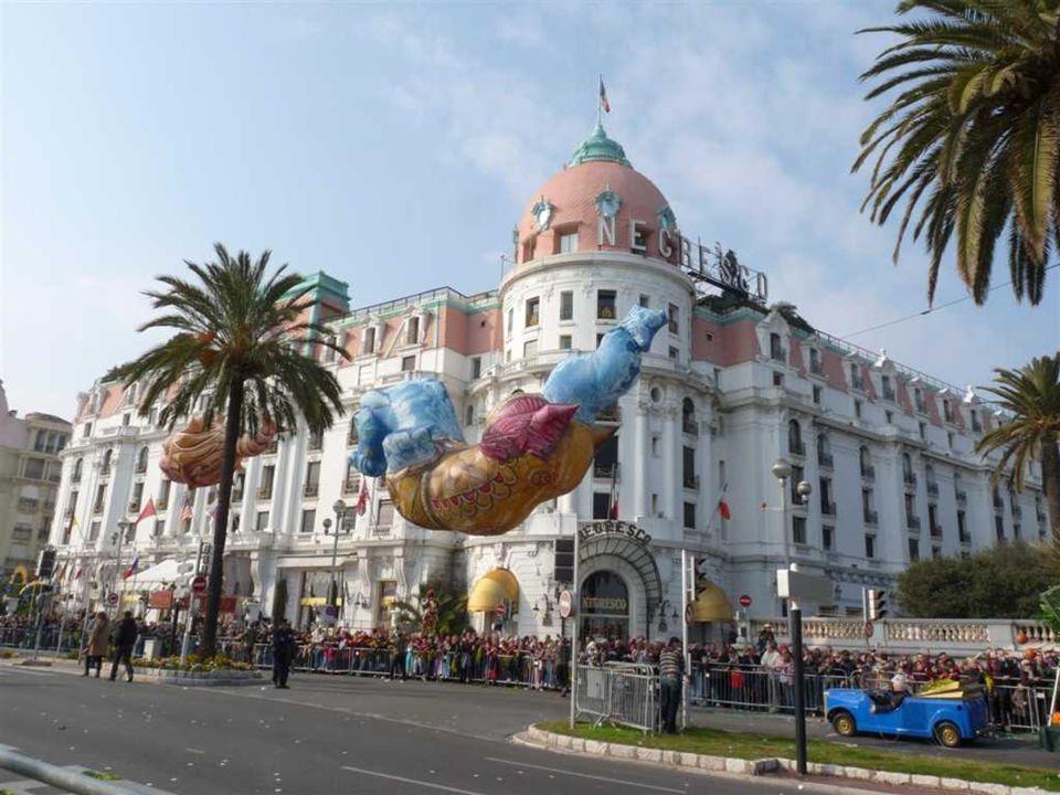 Les Batailles de Fleurs C'est en 1876, sur la célèbre Promenade des Anglais, qu'est née la Première Bataille de Fleurs du Carnaval de Nice.