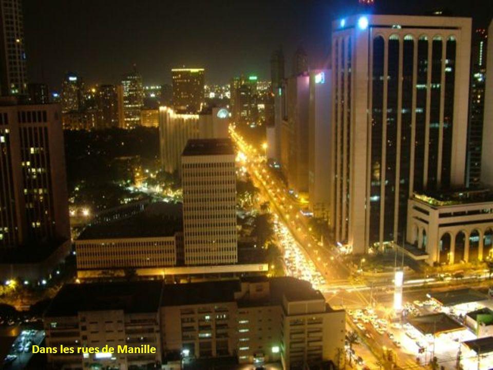 Avenue Makati, au coucher du soleil