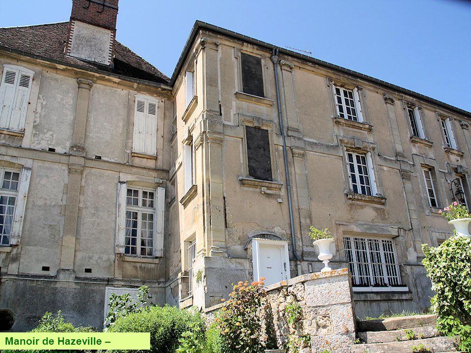 Le manoir de Hazeville fut construit, en 1560, dans le style Renaissance pour la famille Lefebvre, seigneurs de Hazeville. Cette famille prit par la s