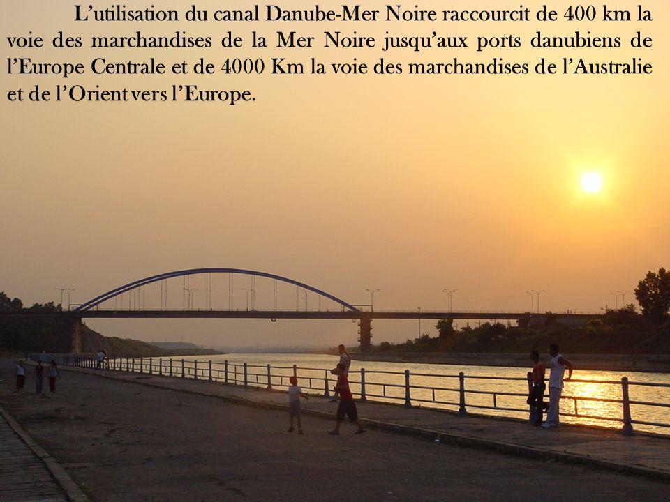 L'utilisation du canal Danube-Mer Noire raccourcit de 400 km la voie des marchandises de la Mer Noire jusqu'aux ports danubiens de l'Europe Centrale et de 4000 Km la voie des marchandises de l'Australie et de l'Orient vers l'Europe.