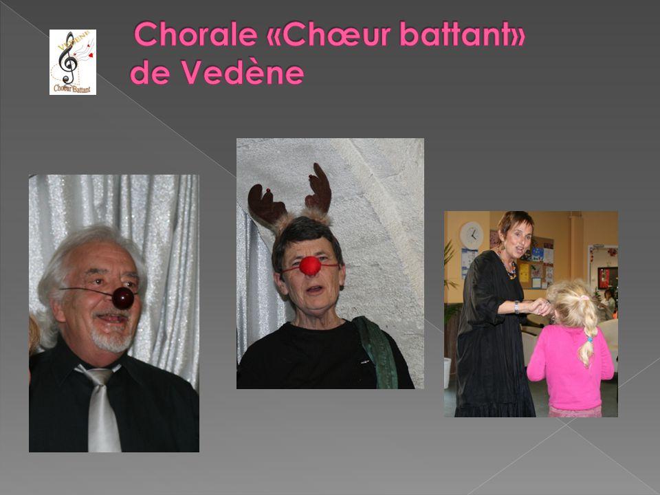 Des « festifs à lier » dans les rues d'Avignon pendant le festival