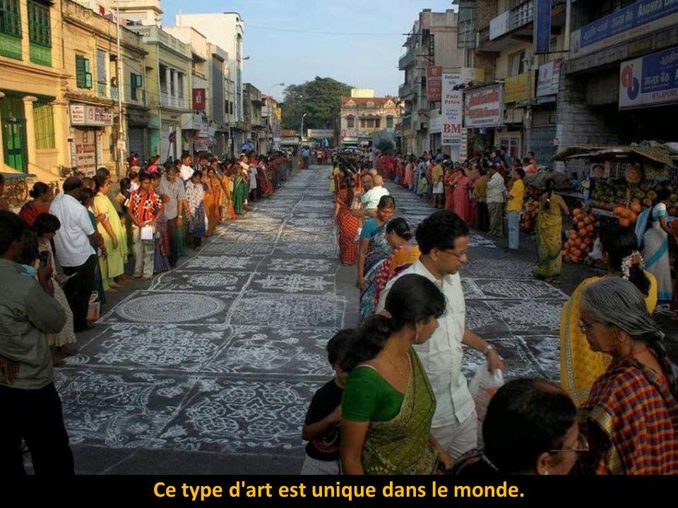 l'art du rangoli est également connu sous le nom de Colas, Al′pona, Mandana ou Muggi.