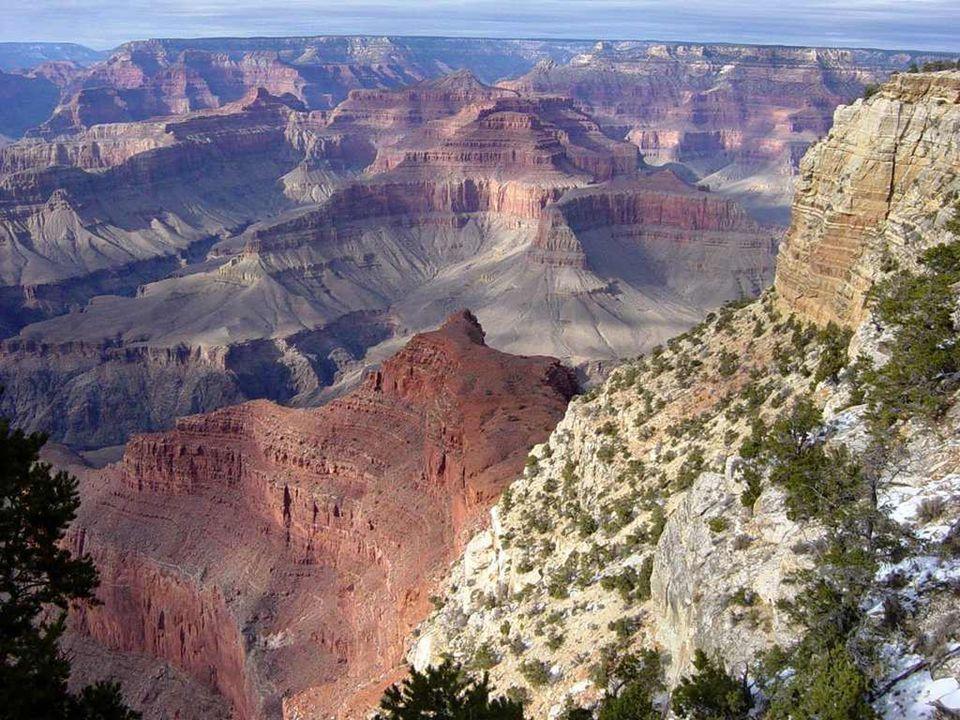 Terre de vertiges et de dangers, la température y frôle fréquemment les 50°C. Des panneaux frappés d'un inquiétant « Danger de mort » jalonnent certai