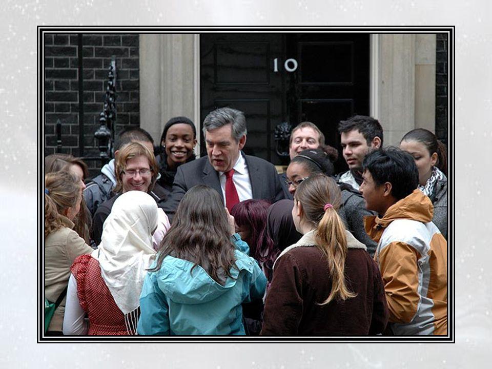 Il existait cependant au gouvernement britannique quelques membres à l'esprit borné, qui qualifièrent cette attitude de « contradictoire » et se décla