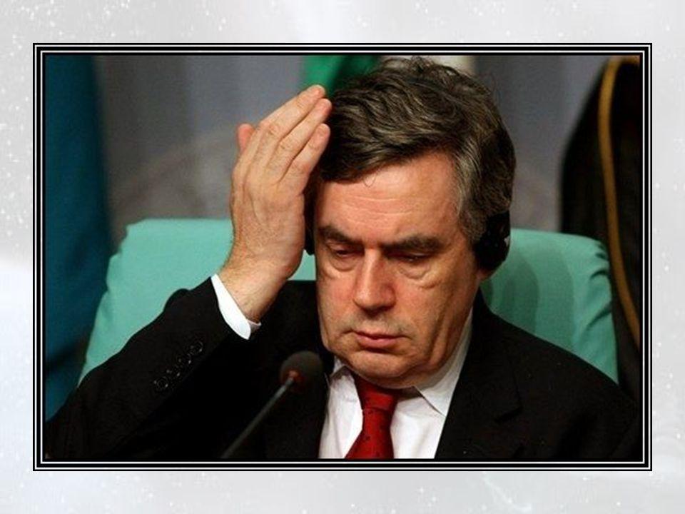 Dans son bureau, le Premier ministre restait tête-à-tête avec la « balle de golf »… ou « le réacteur Nu » ? « Bluff! » grogna-t-il. Il la cala cependa