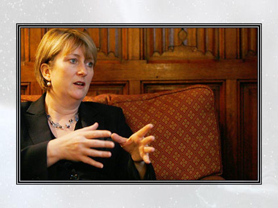 — Je pense, dit alors le ministre de l'Intérieur, Mme Jacqui Smith, que cela pourrait être de mon ressort.