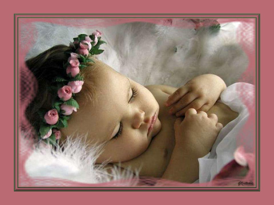 La douceur d'une peau de bébé, Ses petites mains potelées, Quelques cheveux un peu frisés, Pour moi, c'est la beauté !
