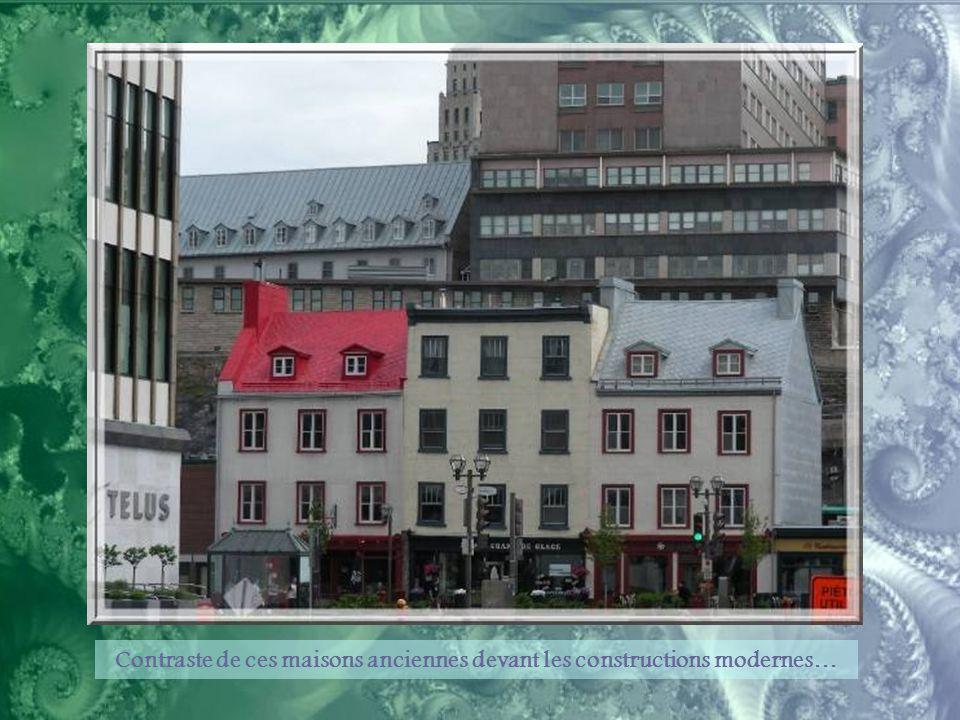Passerelle menant à la Marina et, dominant le site, le Séminaire de Québec.