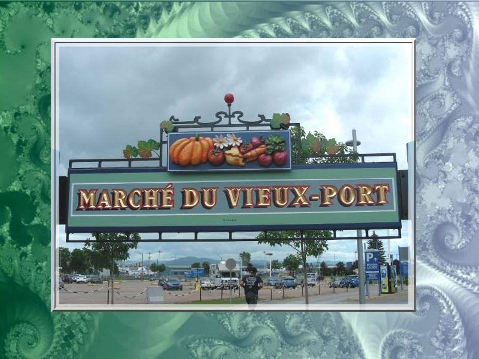 Le Vieux-Port de Québec comporte des parcs où se déroulent un grand nombre d'attractions. Et le Marché du Vieux-Port y offre toute l'année des produit