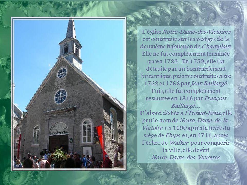 La rue Saint-Pierre fut d'abord une grève inondée à marée haute et c'est seulement au milieu du XVIIIe siècle qu'elle fut remblayée pour former une vo