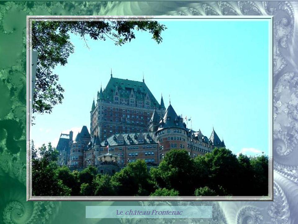 La compagnie Canadien Pacifique cherchant à encourager le tourisme de luxe, fit construire le Château Frontenac à la fin du XIXe siècle.