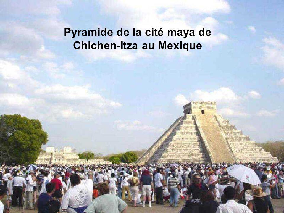 L'ancienne cité maya de Chichen-Itza au Mexique Chichen Itza est une cité pré-colombienne qui mélange l'art maya et l'art toltèque, construite vers 50