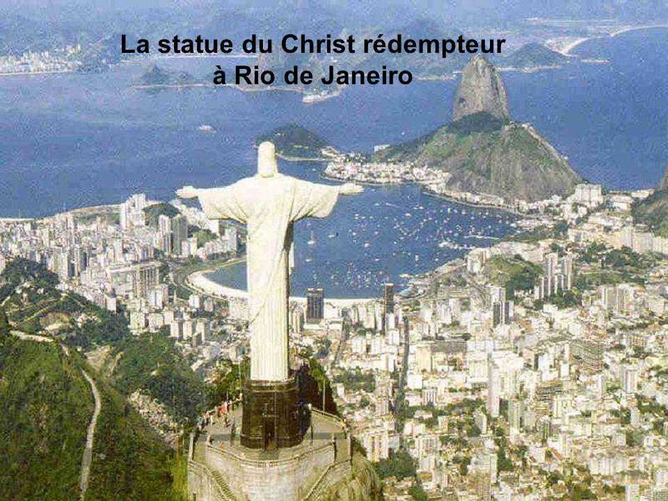 La statue du Christ rédempteur à Rio de Janeiro