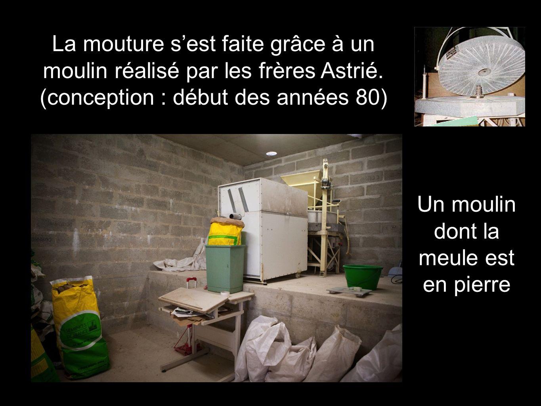 La mouture s'est faite grâce à un moulin réalisé par les frères Astrié. (conception : début des années 80) Un moulin dont la meule est en pierre