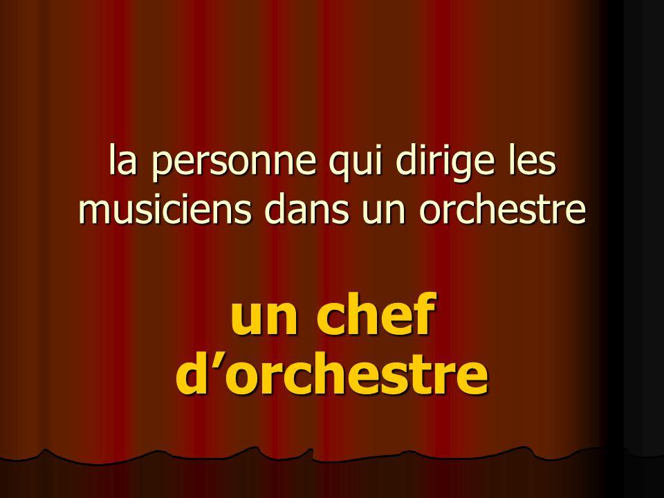 la personne qui dirige les musiciens dans un orchestre un chef d'orchestre