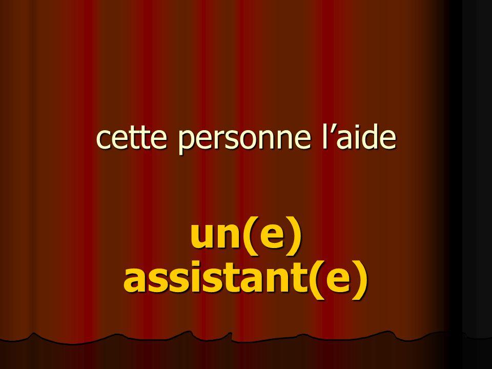 cette personne l'aide un(e) assistant(e)