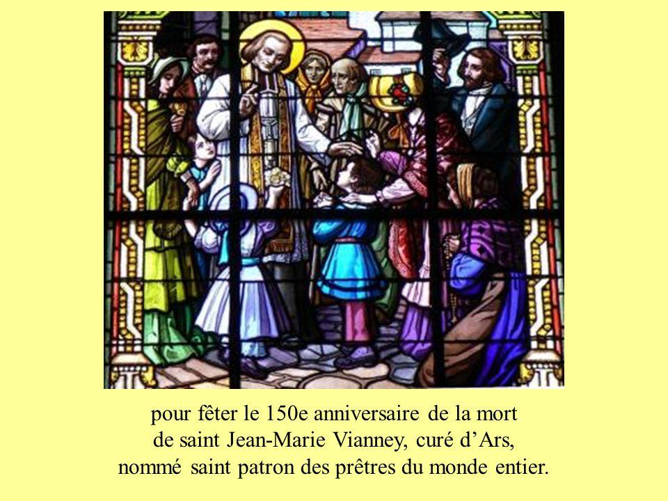 A leur voix et dans leurs mains, le Christ Se fait présent dans le pain qui devient son Corps, dans le vin qui devient son Sang.