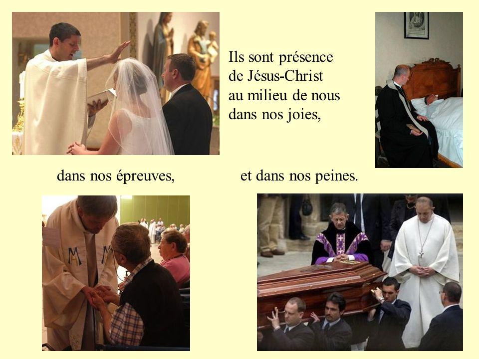 Ils baptisent au Nom du Père, du Fils et du Saint-Esprit.