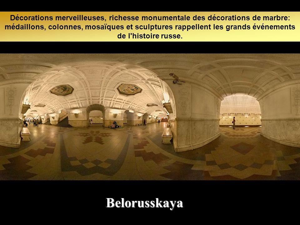 On se croirait dans un musée ou même un palais avec des couloirs très spacieux. Baumanskaya