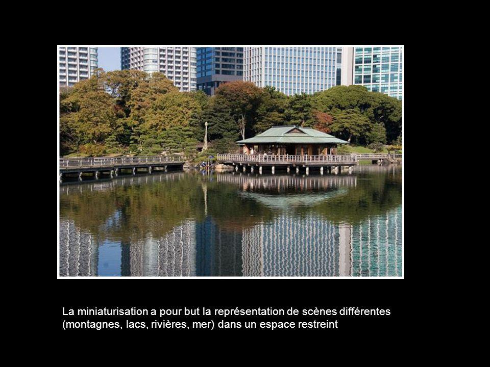La composition d'un jardin japonais suit trois grands principes : la reproduction de la nature en miniature, le symbolisme, et la capture de paysages.