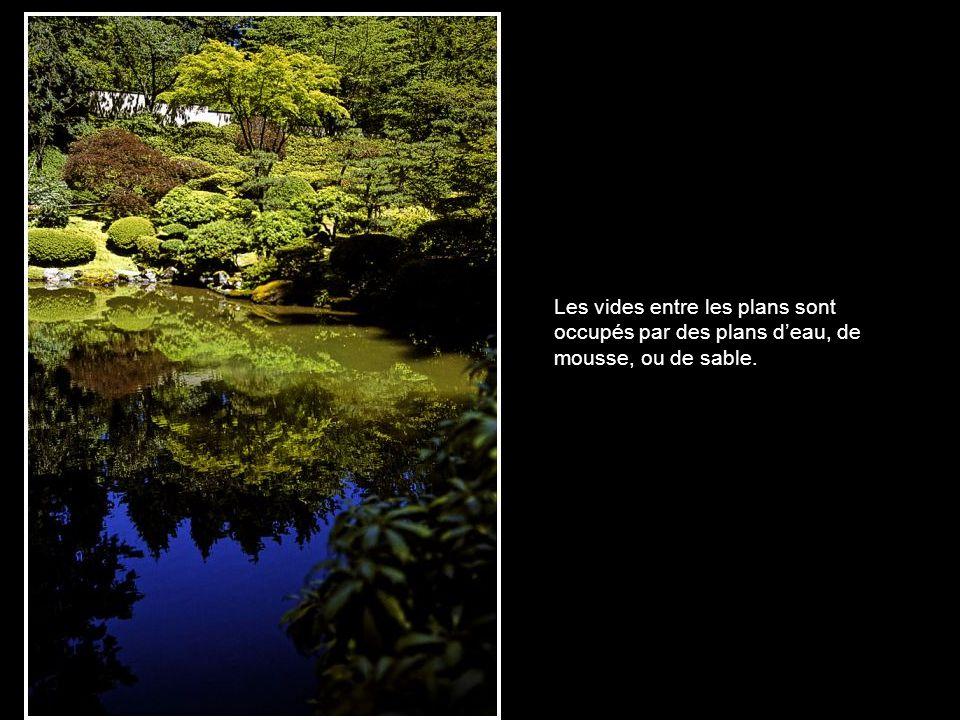Au contraire de la perspective occidentale, reposant sur un plan horizontal et un point de fuite, la perspective du jardin japonais repose sur le « pr
