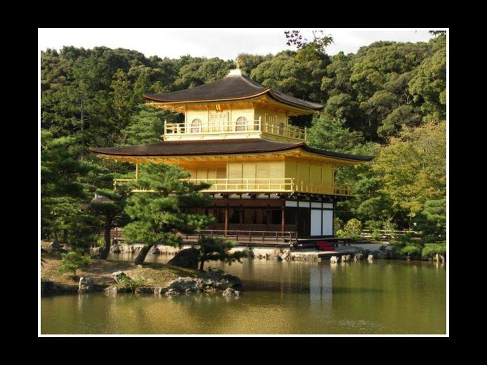 Les jardins japonais ne se révèlent jamais complètement à la vue, pour des raisons esthétiques : cacher certains éléments selon le point de vue rendent le jardin plus intéressant et le font paraître plus grand qu'il ne l'est réellement.