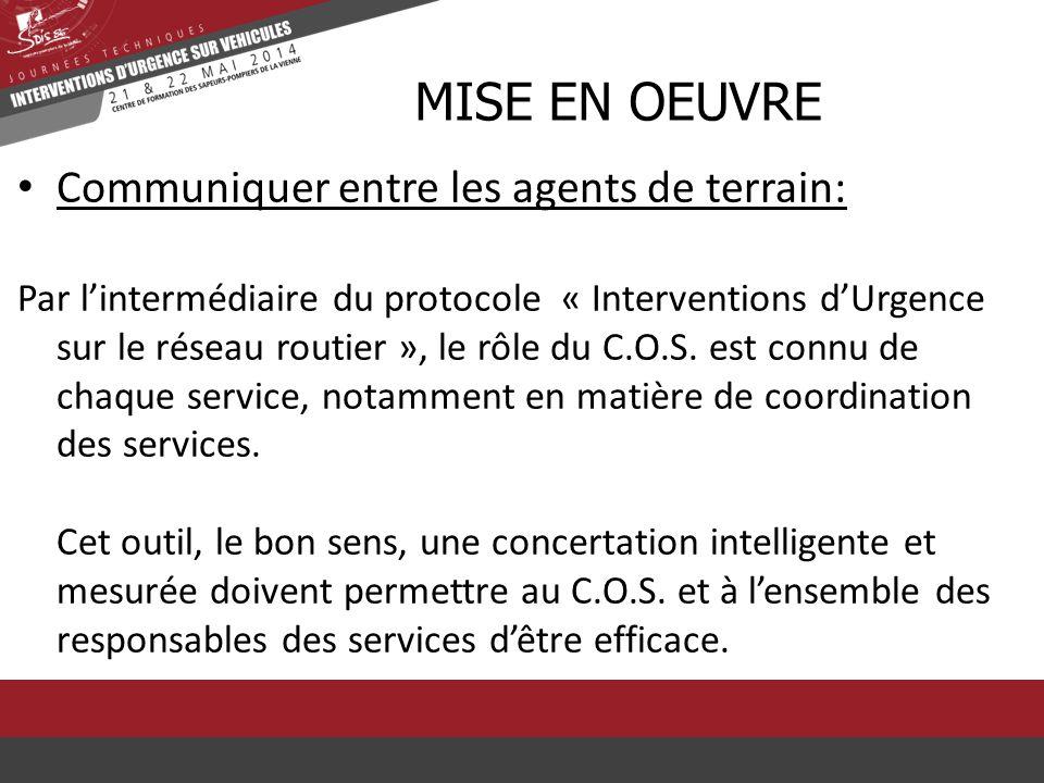 Communiquer entre les agents de terrain: Par l'intermédiaire du protocole « Interventions d'Urgence sur le réseau routier », le rôle du C.O.S. est con