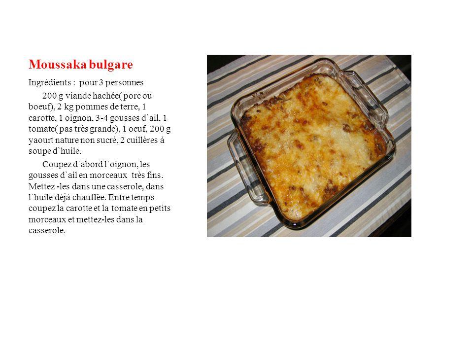 Moussaka bulgare Ingrédients : pour 3 personnes 200 g viande hachée( porc ou boeuf), 2 kg pommes de terre, 1 carotte, 1 oignon, 3-4 gousses d`ail, 1 tomate( pas très grande), 1 oeuf, 200 g yaourt nature non sucré, 2 cuillères à soupe d`huile.