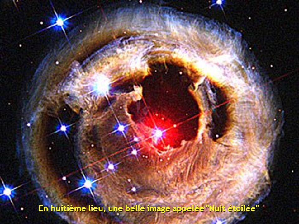 En septième position, on trouve un fragment de la Nébuleuse du Cygne située à 5500 années-lumière de distance, décrite comme un océan bouillonnant d' hydrogène avec de petites quantités d' oxygène, de soufre et d'autres éléments