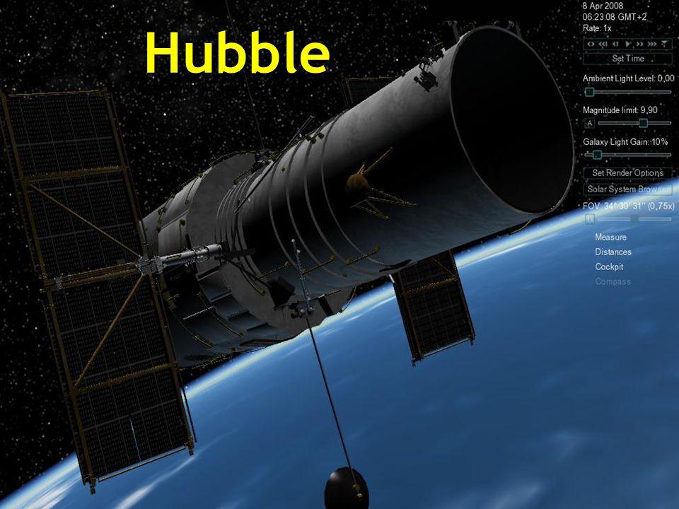 Le télescope spatial Hubble est un télescope robotisé localisé sur les bords extérieurs de l'atmosphère, en orbite circulaire autour de la Terre à 593 km au-dessus du niveau de la mer, avec une période orbitale de 96 à 97 minutes à une vitesse de 28.000 Km/h.