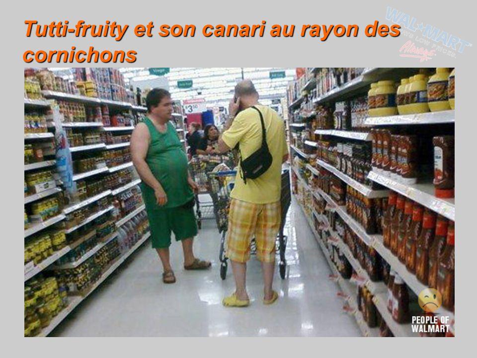 Tutti-fruity et son canari au rayon des cornichons
