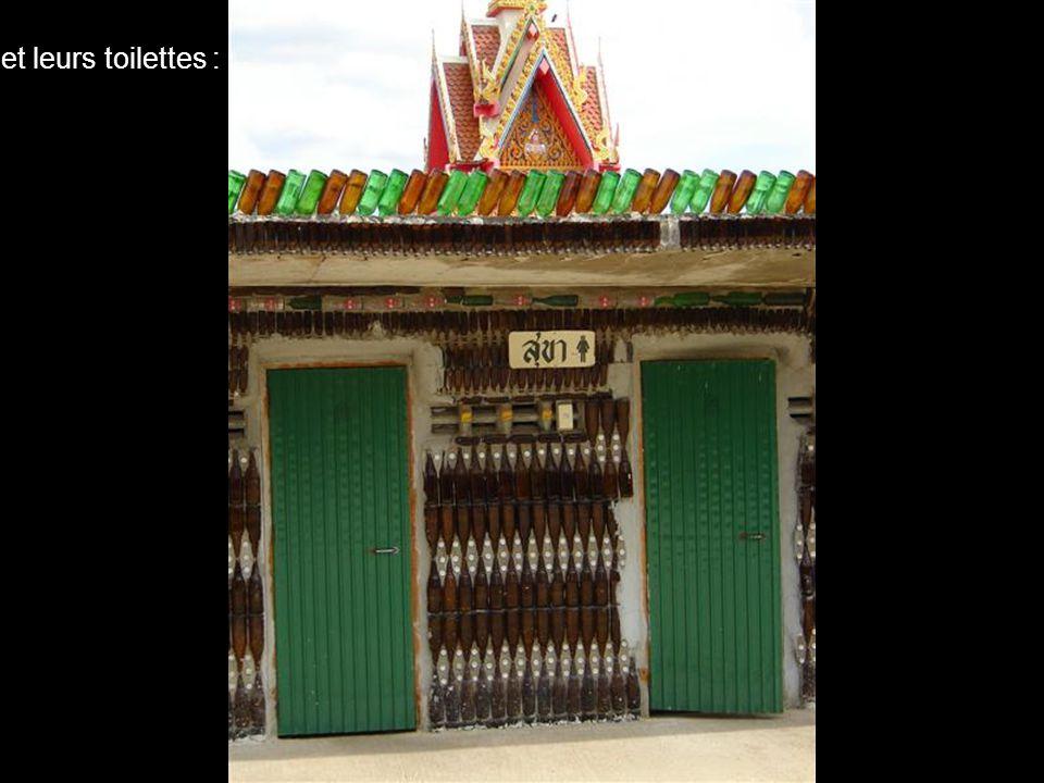 et puis, recevant de plus en plus de bouteilles, ils ont érigé d'autres édifices : comme cette pagode, une salle des fêtes...