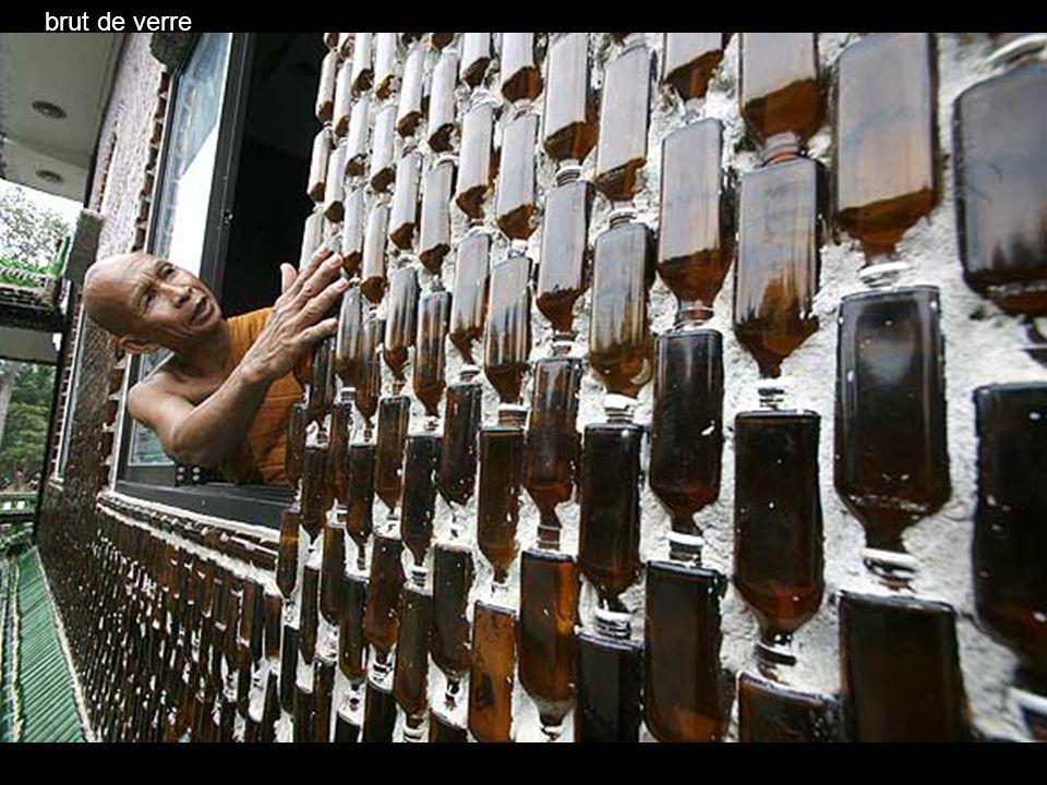 des bouteilles de bière : Heineken et Chang les 2 préférées dans la région …mais pas de Coca cola (à cause de la forme) (à cause de la forme)