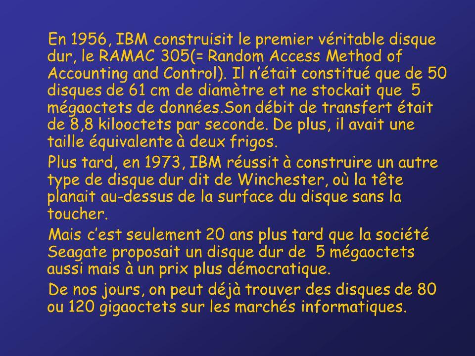 En 1956, IBM construisit le premier véritable disque dur, le RAMAC 305(= Random Access Method of Accounting and Control). Il n'était constitué que de