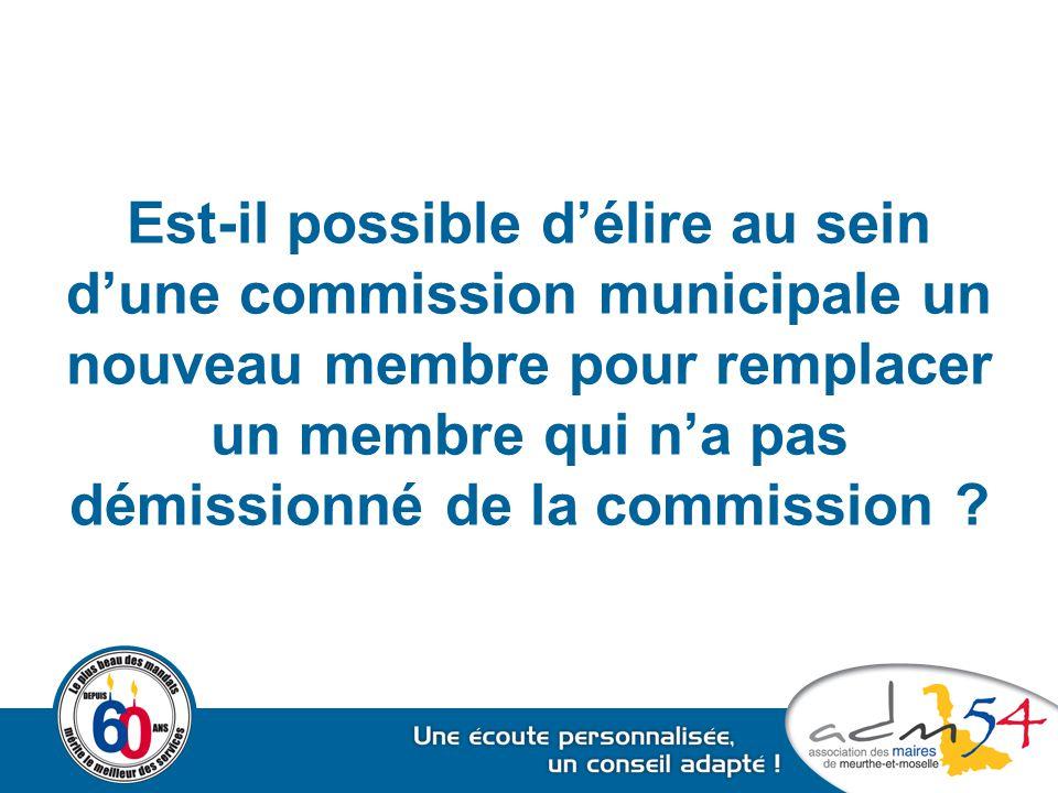 Est-il possible d'élire au sein d'une commission municipale un nouveau membre pour remplacer un membre qui n'a pas démissionné de la commission ?