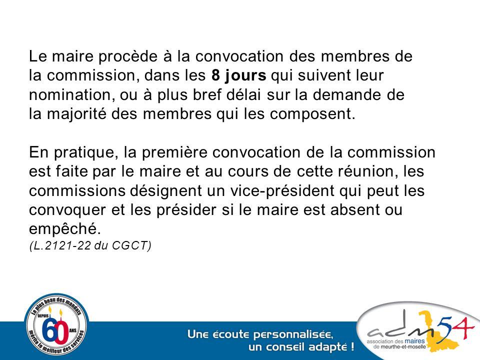 Le maire procède à la convocation des membres de la commission, dans les 8 jours qui suivent leur nomination, ou à plus bref délai sur la demande de l