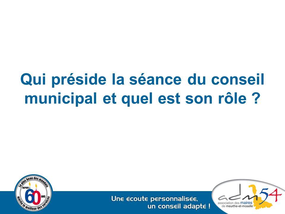 Qui préside la séance du conseil municipal et quel est son rôle ?