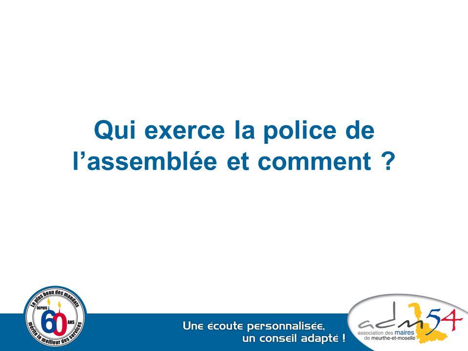Qui exerce la police de l'assemblée et comment ?