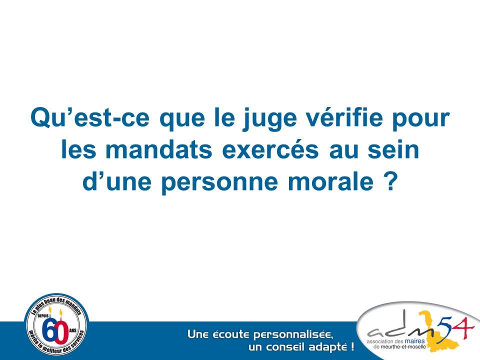 Qu'est-ce que le juge vérifie pour les mandats exercés au sein d'une personne morale ?
