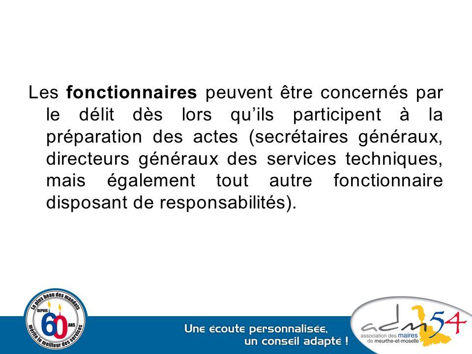 Les fonctionnaires peuvent être concernés par le délit dès lors qu'ils participent à la préparation des actes (secrétaires généraux, directeurs généra
