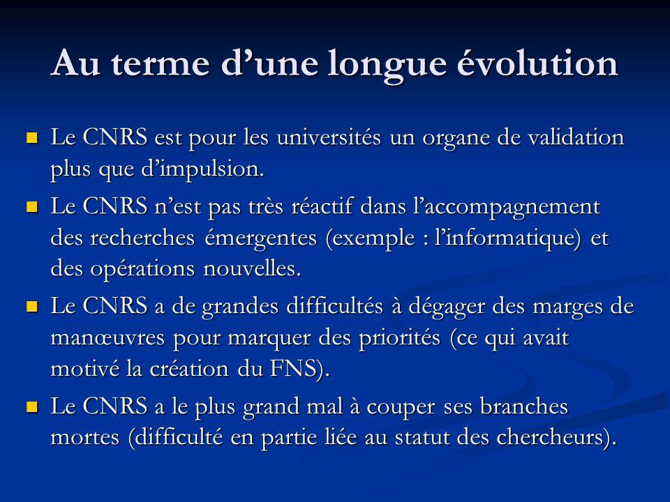 Au terme d'une longue évolution Le CNRS est pour les universités un organe de validation plus que d'impulsion. Le CNRS est pour les universités un org