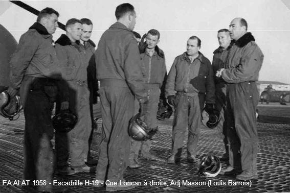 EA ALAT 1958 - Escadrille H-19 - Cne Loncan à droite, Adj Masson (Louis Barrois)