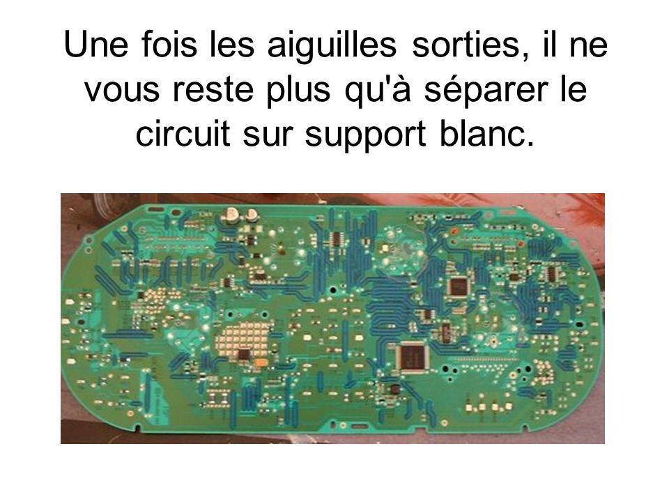Une fois les aiguilles sorties, il ne vous reste plus qu à séparer le circuit sur support blanc.