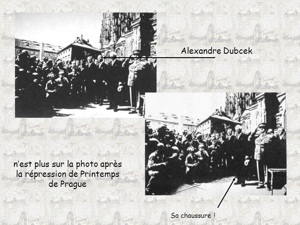 Alexandre Dubcek n'est plus sur la photo après la répression de Printemps de Prague Sa chaussure !