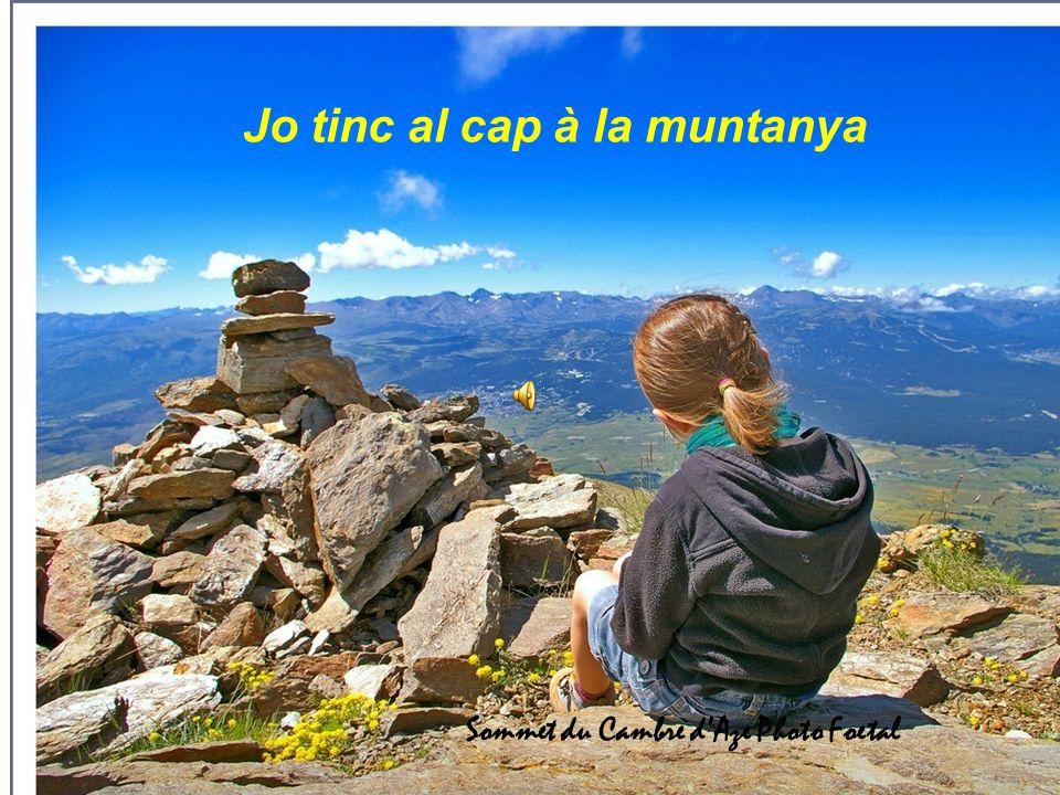 Jo tinc al cap à la muntanya Sommet du Cambre d'Aze Photo Foetal