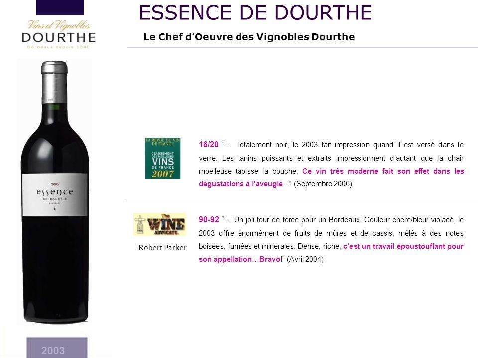 """90-92 """"… Un joli tour de force pour un Bordeaux. Couleur encre/bleu/ violacé, le 2003 offre énormément de fruits de mûres et de cassis, mêlés à des no"""