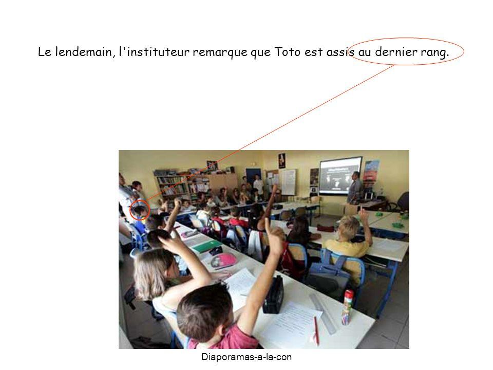 Diaporamas-a-la-con Le lendemain, l'instituteur remarque que Toto est assis au dernier rang.