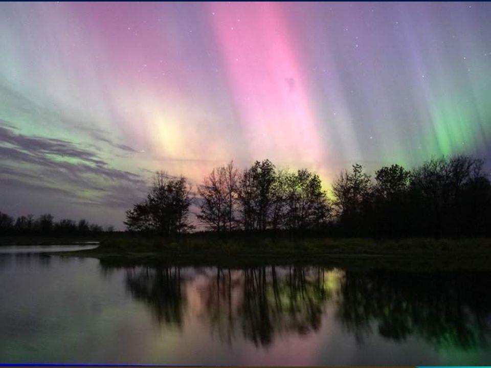 Quelques définitions Soleil : Étoile centrale du système solaire. Planète : astre suffisamment massif pour être sphérique, n'émettant pas de lumière p