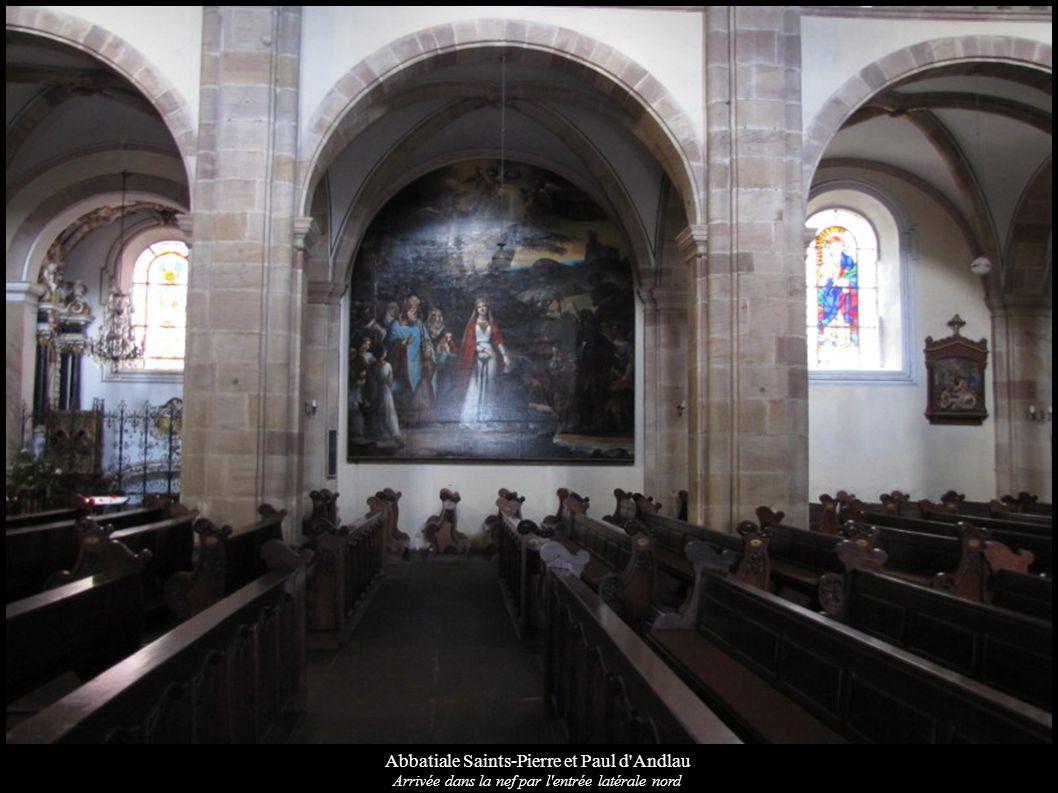 Abbatiale Saints-Pierre et Paul d'Andlau Arrivée dans la nef par l'entrée latérale nord