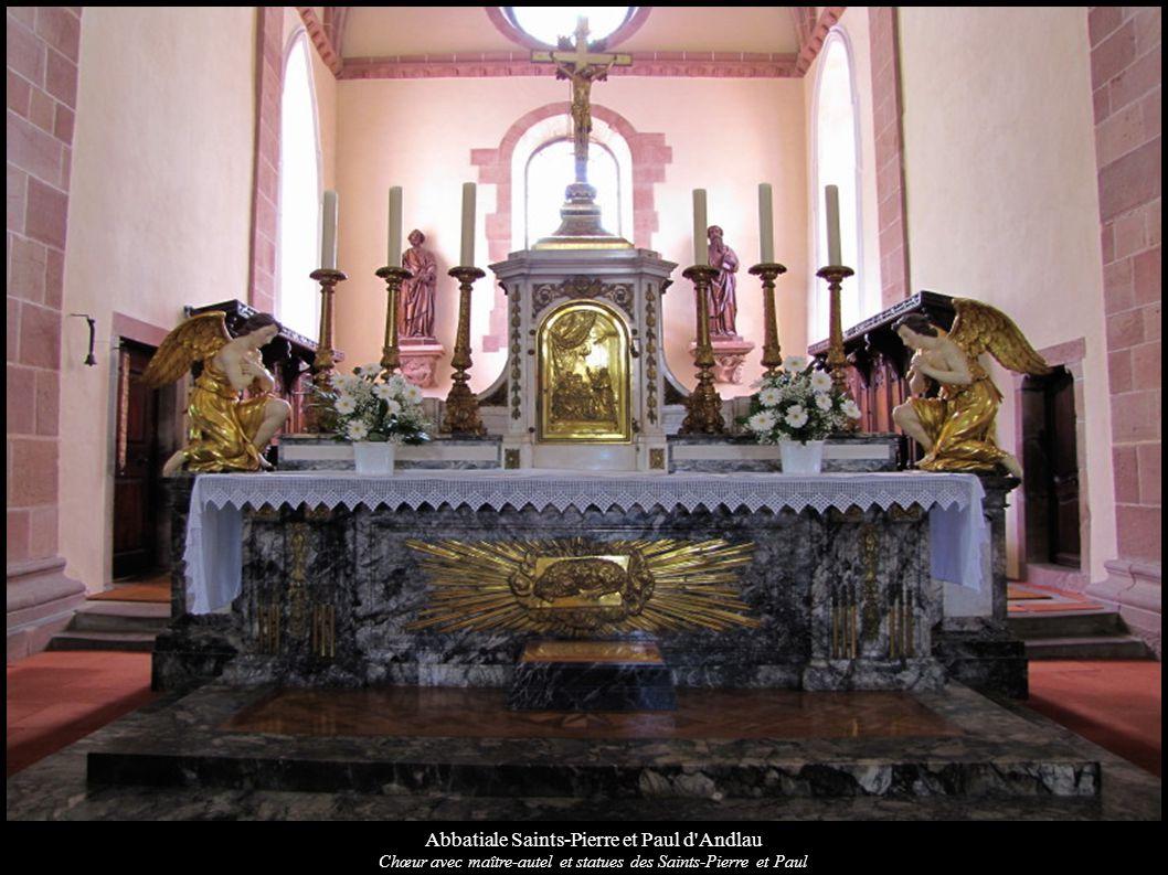Abbatiale Saints-Pierre et Paul d'Andlau Chœur avec maître-autel et statues des Saints-Pierre et Paul